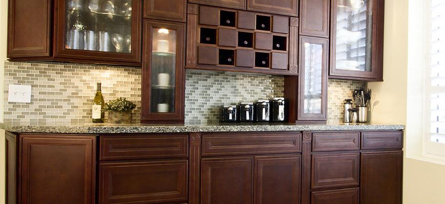 Glazed cabinets natural chestnut shaker best free for Chestnut kitchen cabinets